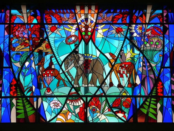 stained-glass-window-941355_1920
