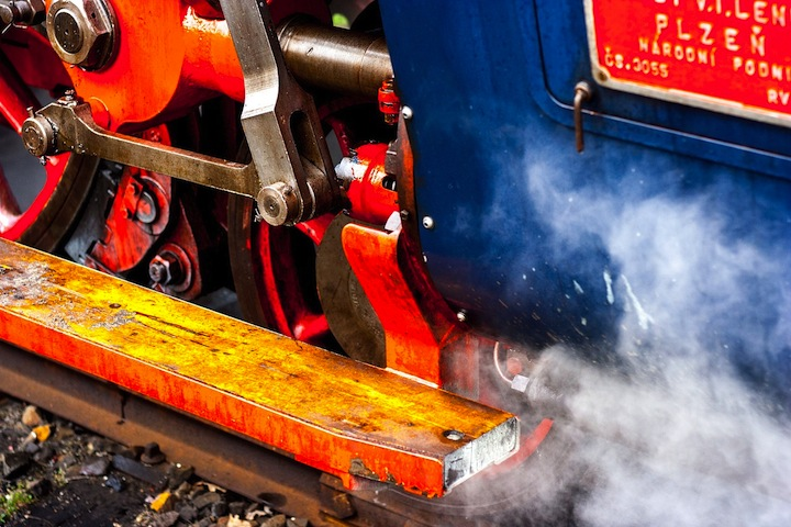 steam-locomotive-904851_1280
