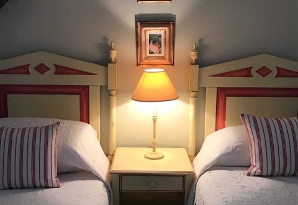 twinbeds lamp france