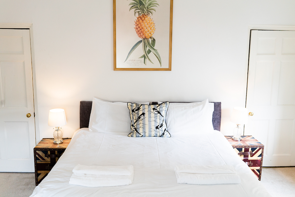 double bed pineapple artwork